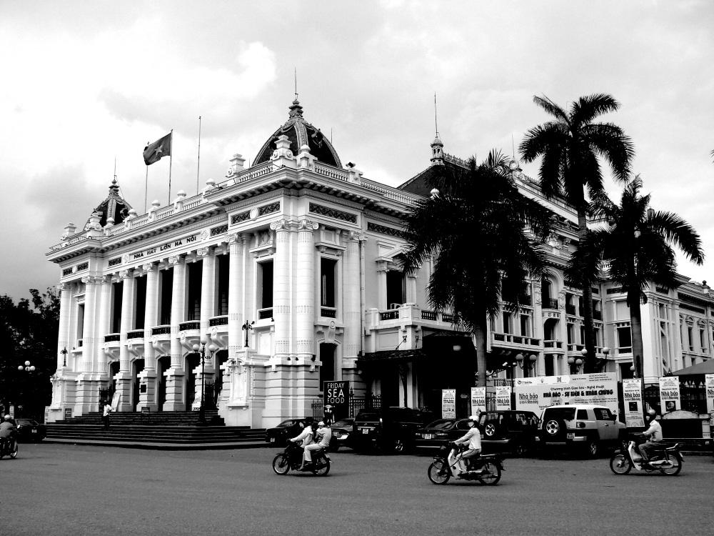 Opera_House_-_Hanoi_-_Vietnam.jpg