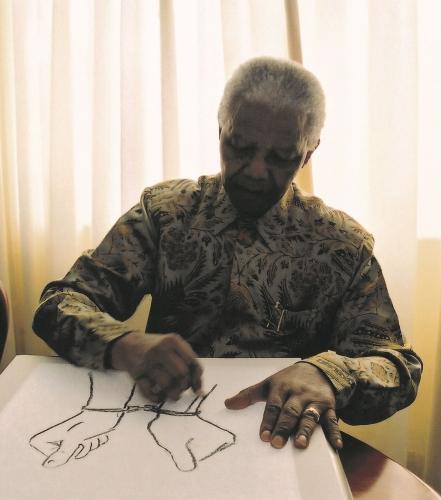 Nelson Mandela sketching