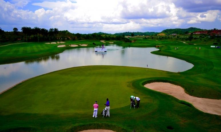 3. malaysia HH golf.jpg