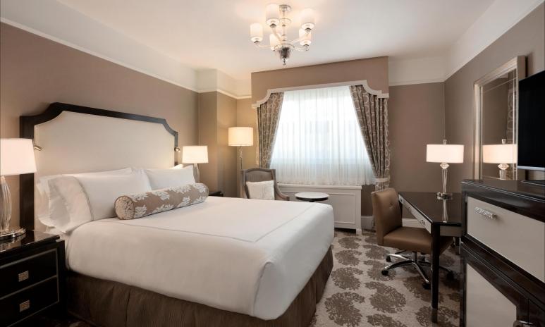 Deluxe King Room_481654_high.jpg