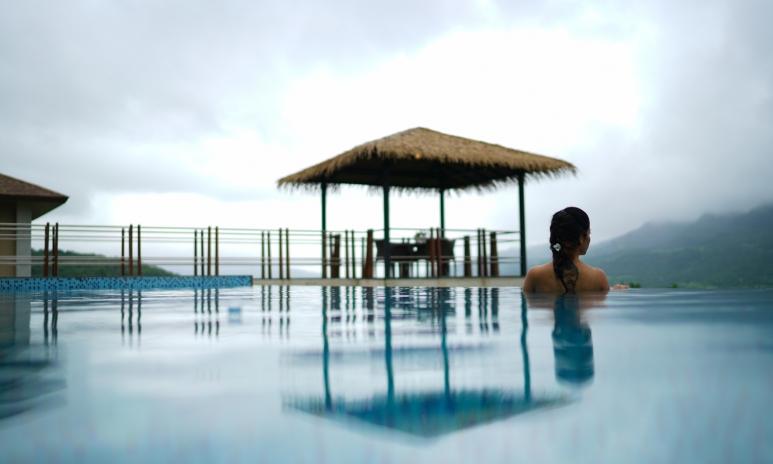 Infinity Pool at Mango Tree Villa (2).jpg