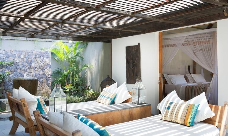 8. Villa Levi - Outdoor lounge.jpg
