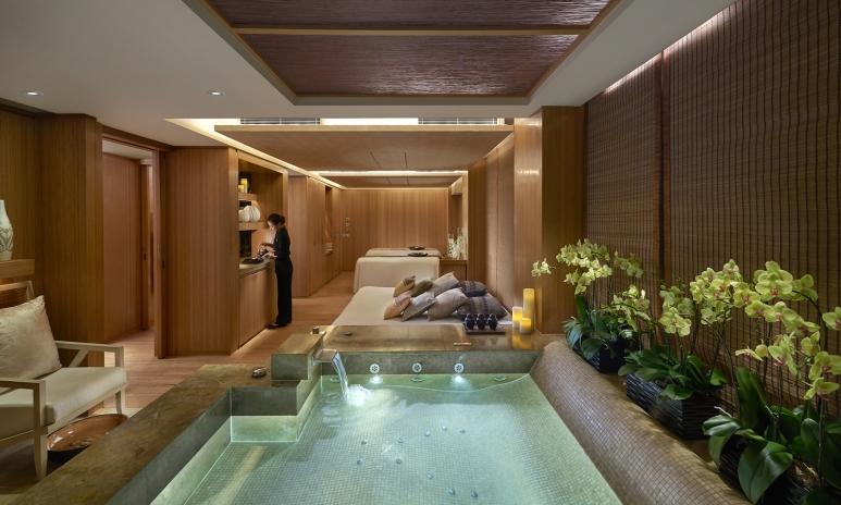 landmark-2015-luxury-spa-suite.jpg