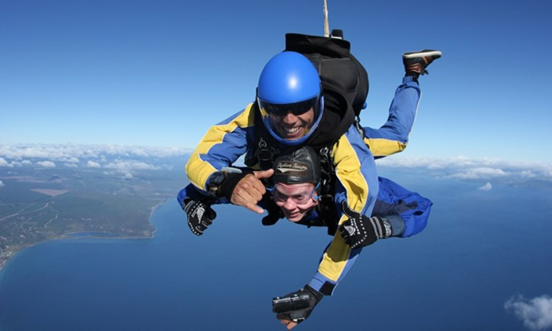 sky diving lake taupo.jpeg