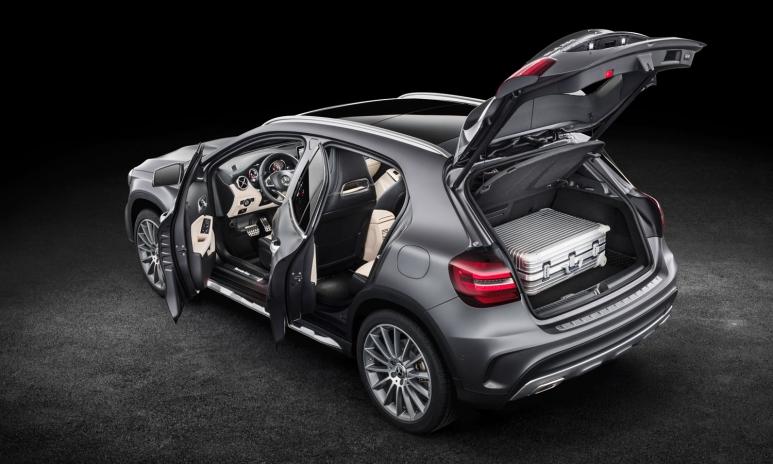 Mercedez-Benz_doors.jpg