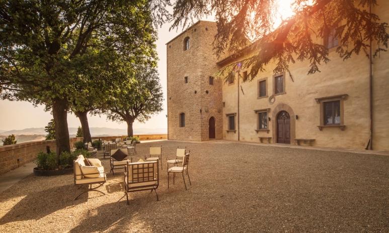 Il Castelfalfi_Terrace.jpg