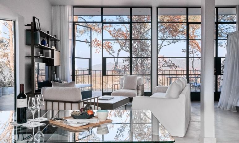 Villa-La-Coste-Intérieur-Chambre-Avec-Vue-3(c)Richard-Haughton.jpg